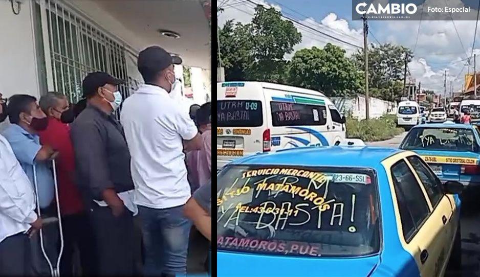 Hartos de las 'unidades pirata', taxistas y choferes de transporte se manifiestan en Izúcar
