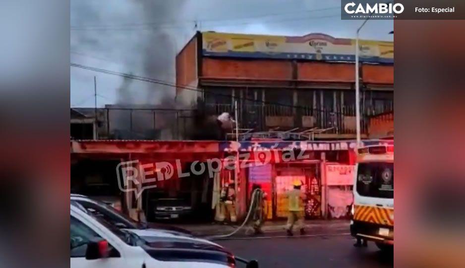 Arde en llamas bodega de refrescos en Villa Frontera