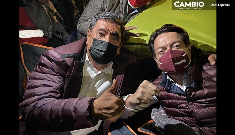 Salgado Macedonio y Mario Delgado se plantan frente al INE; aseguran que es por la democracia de Guerrero