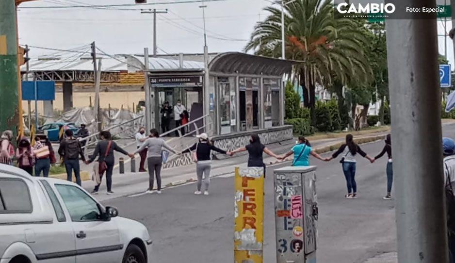 Cierran la Diagonal Defensores de la República; casilleros exigen su pago en las oficinas del PRI