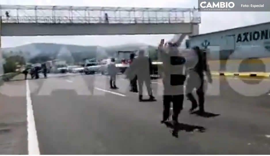 Después de 7 horas, campesinos liberan autopista México-Puebla tras diálogo con AMLO (VIDEO)