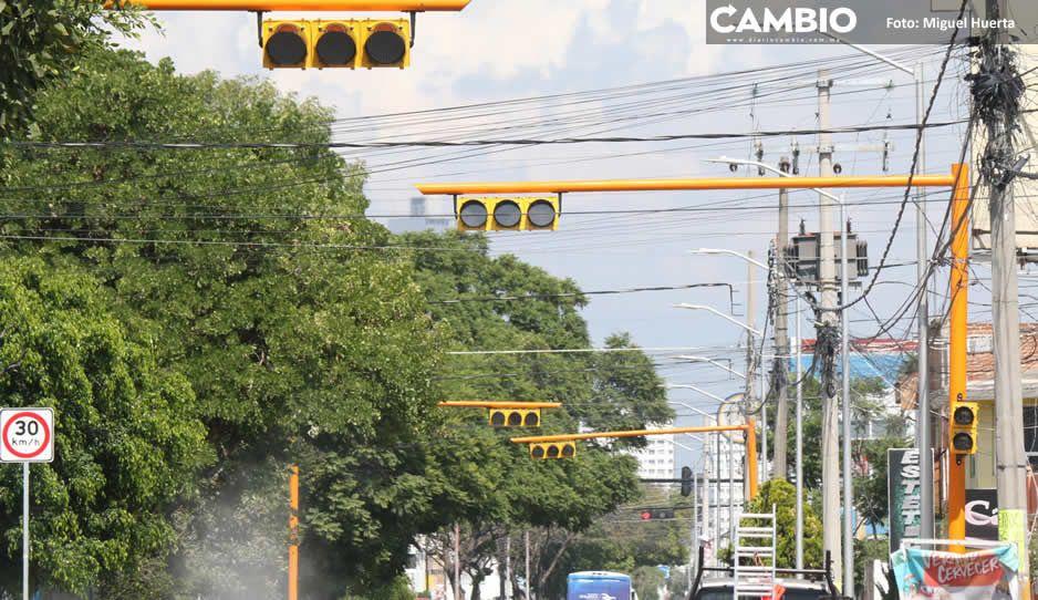 Claudia sigue con compras de pánico: pone 31 semáforos nuevos en seis calles (FOTOS Y VIDEO)