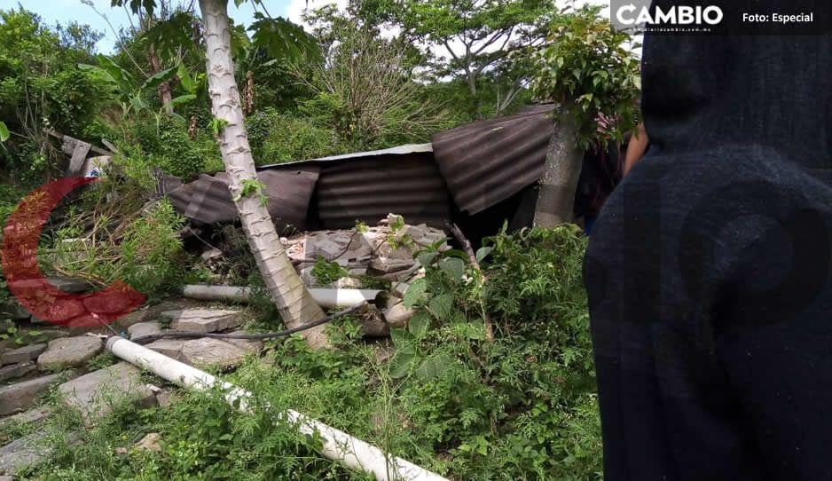 Falla geológica 'devora' por completo dos casitas en Hueytamalco (FOTOS)
