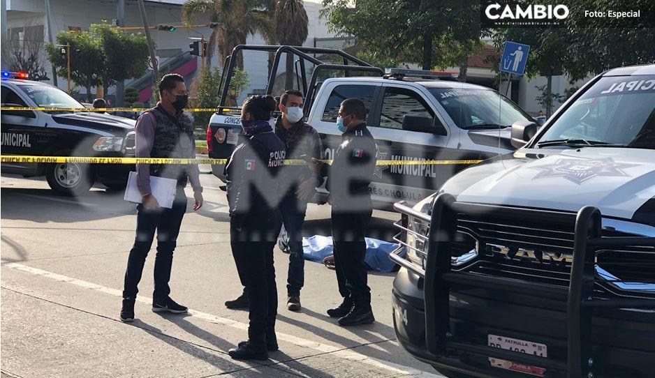 Abuelito murió tras aventarse del puente peatonal de Vía Atlixcayotl