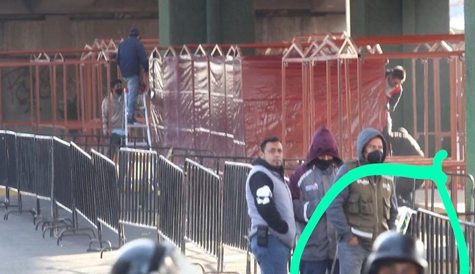 Funcionarios de Claudia llevaron lonas en apoyo a la remodelación del mercado Amalucan (VIDEO)