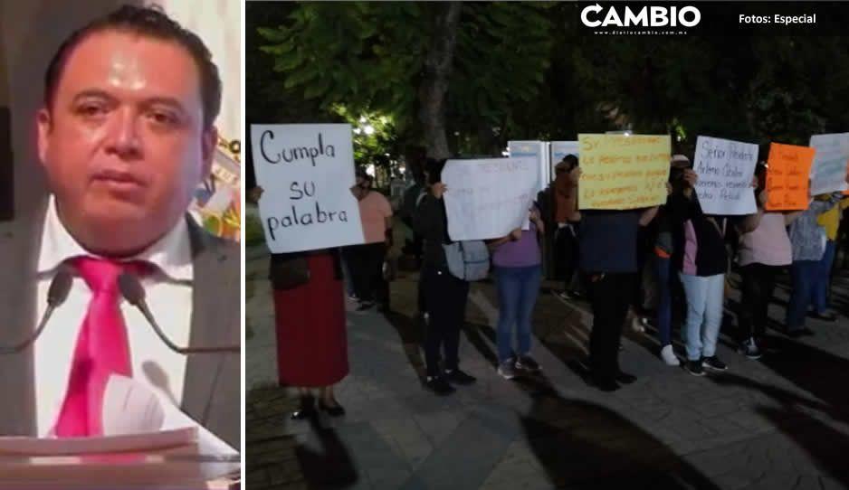 Tehuacaneros se manifiestan en el informe de Artemio Caballero