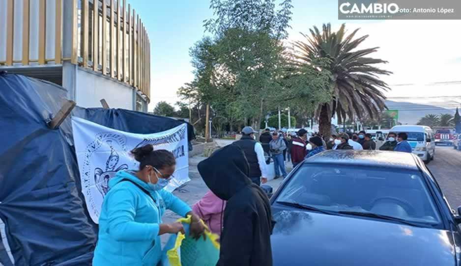 Padres de familia protestan vs obras del mercado de Marisol en Tecamachalco; piden construcción de universidad
