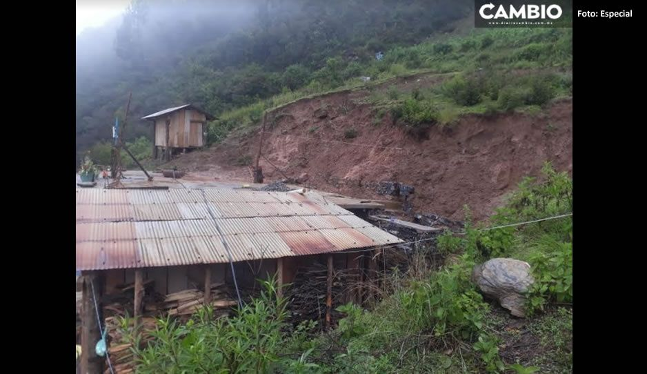 ¡Perdieron su hogar! Familia de Zoquitlán pide apoyo; terribles lluvias sepultaron su casa
