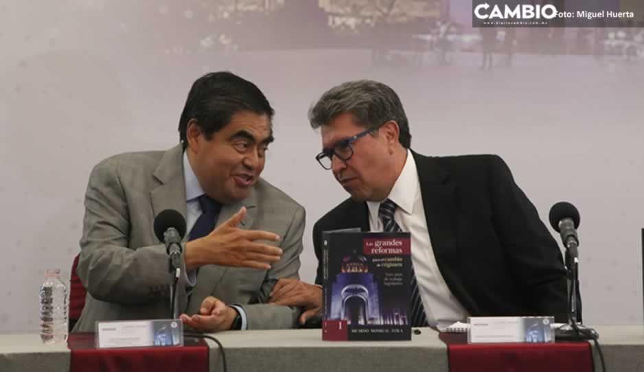 Cobijado por Barbosa, Monreal presenta su libro en Puebla: Las grandes reformas para el cambio de régimen (VIDEO)