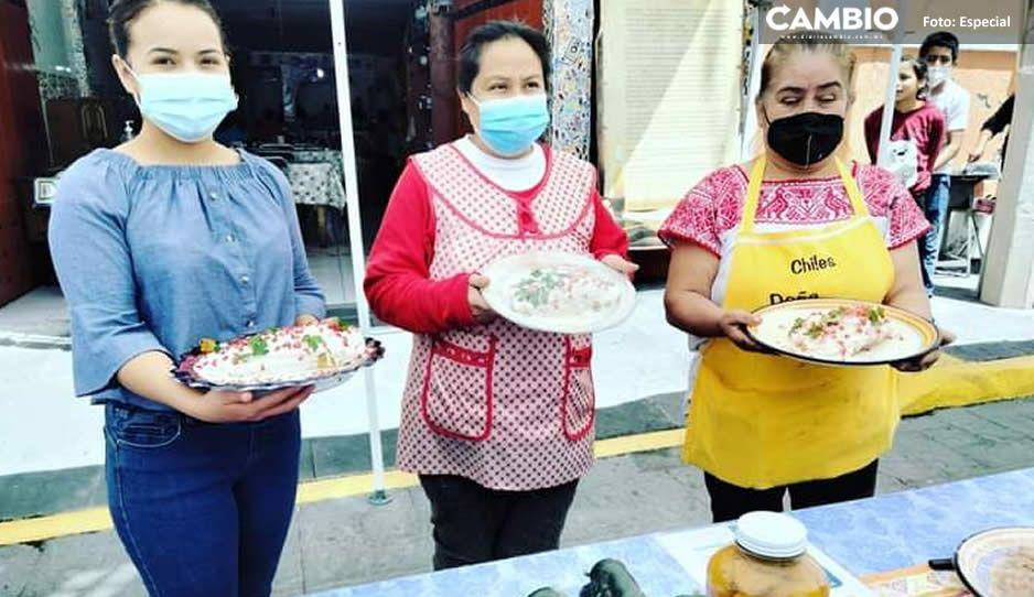 Expositoras del Chile en Nogada en Calpan piden apoyo para aumentar sus ventas