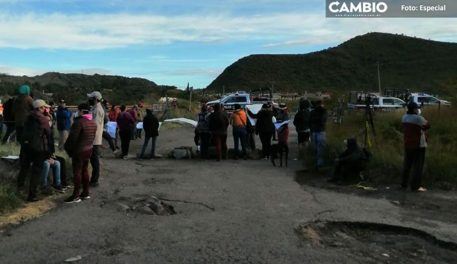 Habitantes de Atlixco bloquean acceso a empresa Leonalli; exigen respetar caminos antiguos