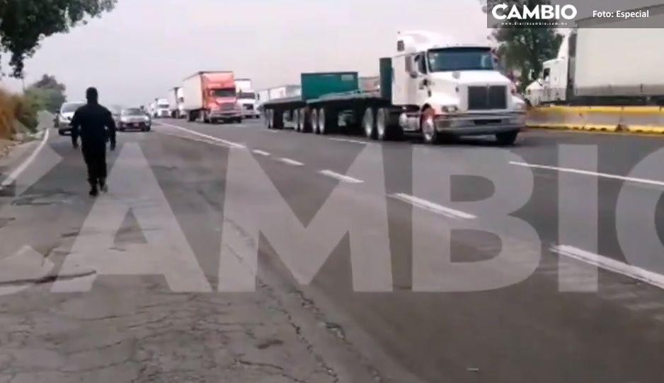 Después de cinco horas liberan autopista México-Puebla; vecinos acusaban detención ilegal (VIDEO)