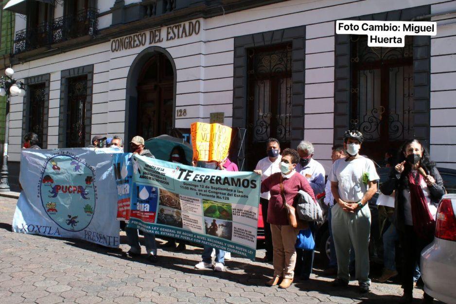 Integrantes de la Asamblea Estatal del Agua exigen retiren concesión a Agua de Puebla (VIDEO)