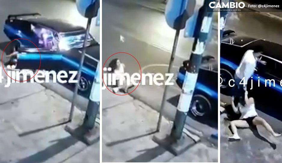 ¡Infeliz! Golpea a su víctima, la avienta del auto, la deja tirada y regresa por ella (VIDEO)