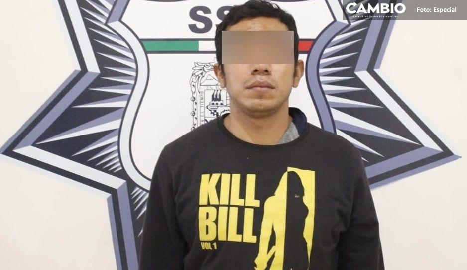 Policías estatales detienen a vendedor de armas y drogas en Amozoc