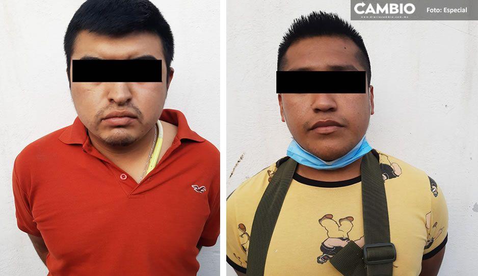 Detienen a dos hombres armados en Tehuacán; locatarios dicen que pretendían robarles