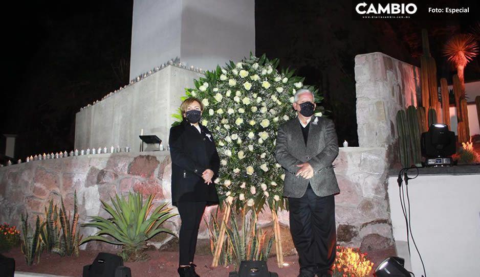 Carlos Peredo entregó cruz monumental que honra a víctimas de COVID en Teziutlán