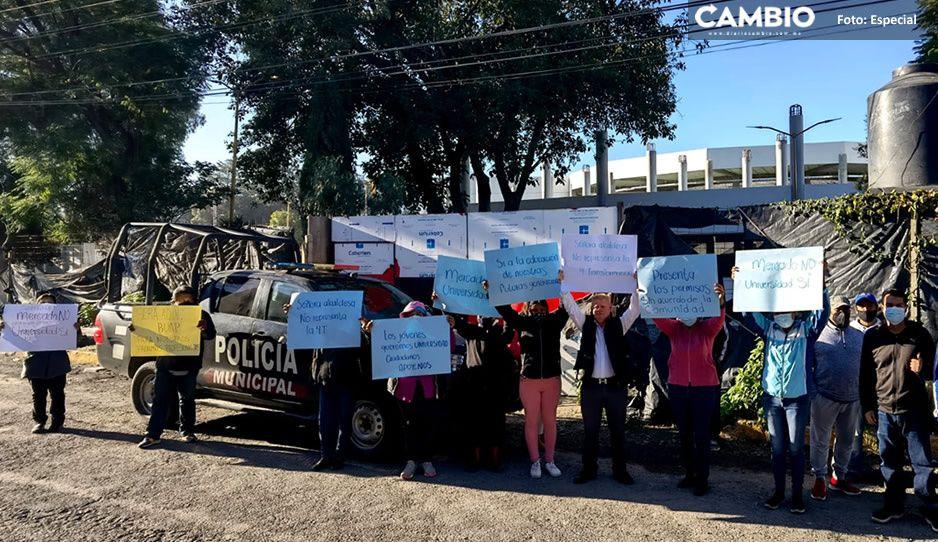 Padres de familia se manifiestan vs Marisol Cruz; quieren una universidad, NO un centro comercial