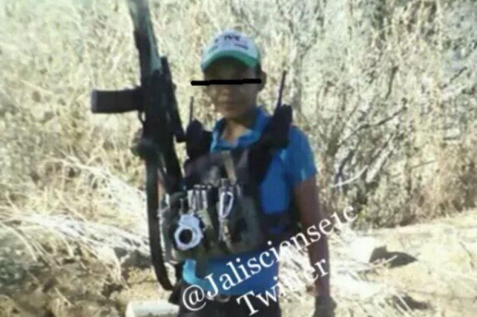 Exhiben en FOTOS al Pulgarcín, niño sicario entrenado para enfrentar al CJNG