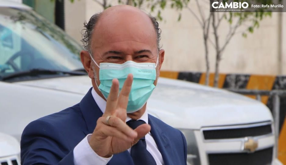 Ruiz Esparza arriba al IEE para participar en debate de candidatos a la  alcaldía de Puebla