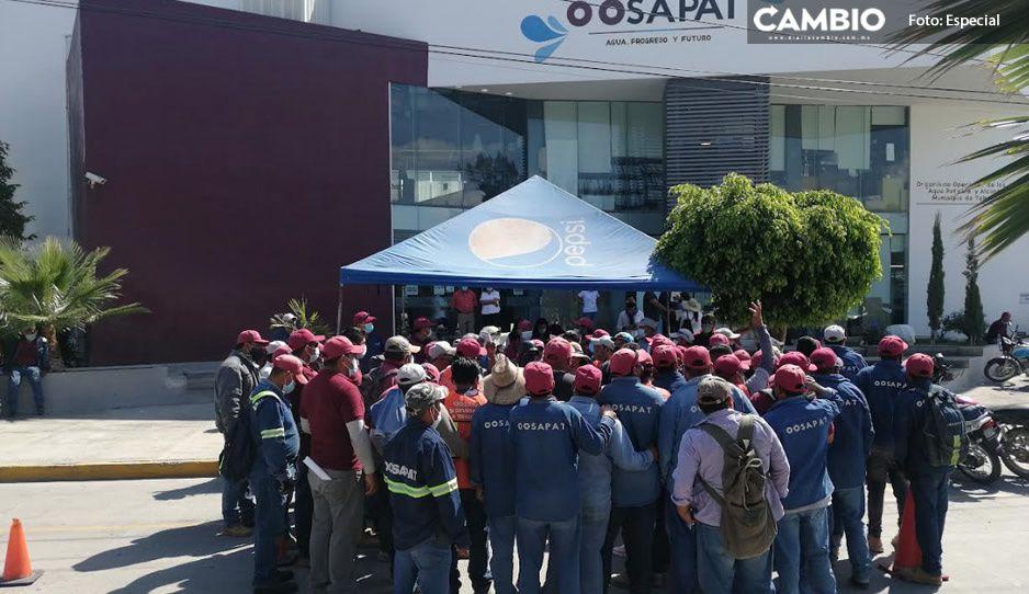 Trabajadores de Oosapat en Tehuacán exigen su caja de ahorros; les deben más de 6 millones de pesos