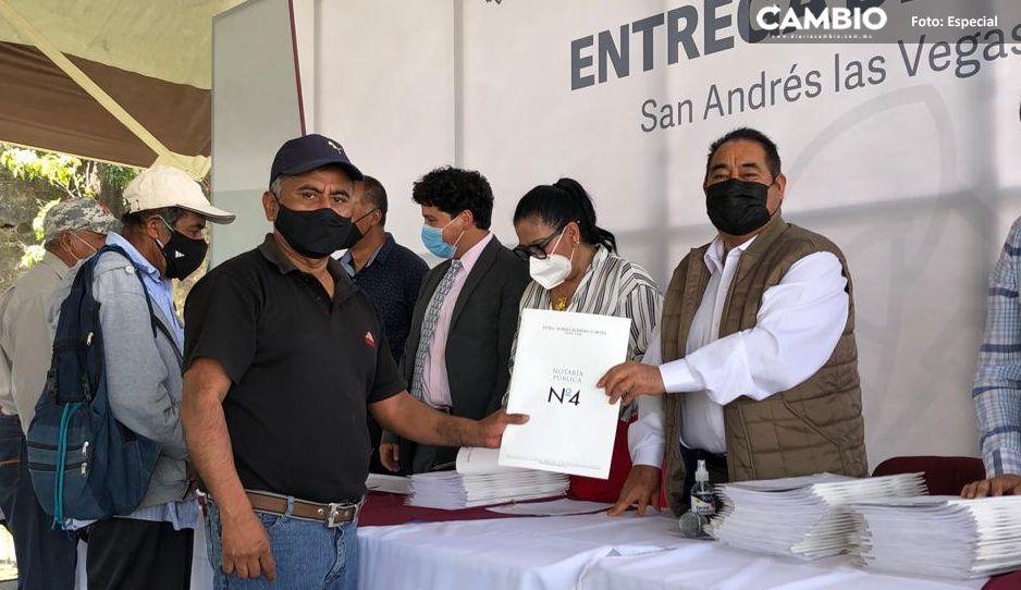Realizan segunda entrega de escrituras de San Andrés las Vegas en Amozoc
