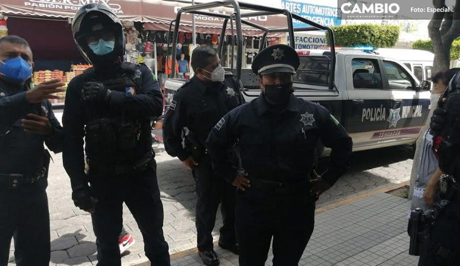 Ambulantes de Tehuacán golpean a reportera que documentaba aglomeración en pandemia