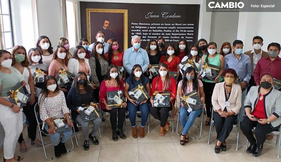 Carlos Peredo Grau reconoce a pasantes del CESSA por su labor durante un año