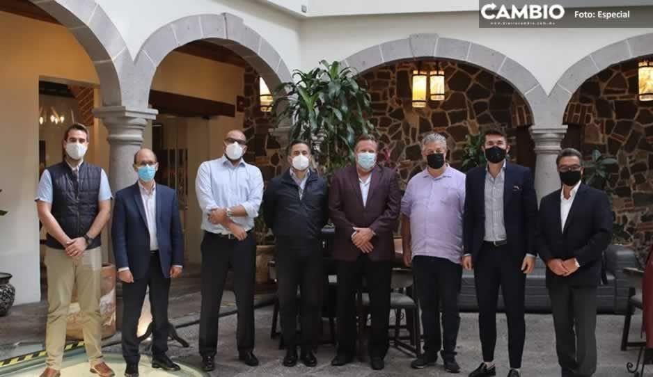 Lalo Rivera se reúne con empresarios de sector turístico