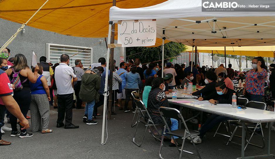 Tehuacaneros enfurecen: se acaban segundas dosis para cincuentones y se desata un caos (VIDEO)