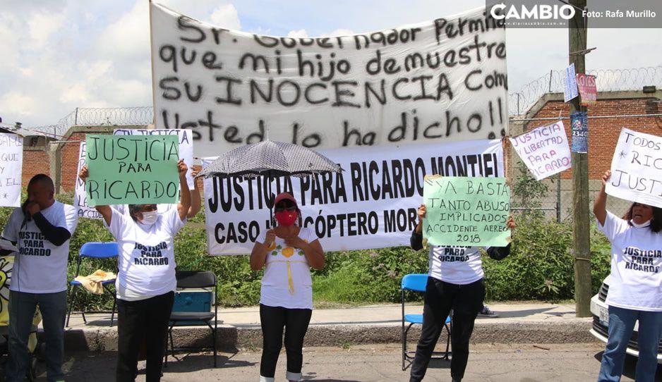¡Estamos aquí por ser pobres!, así la manifestación de familiares del mecánico del helicóptero de Los Moreno Valle