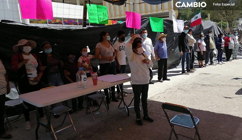 Con bocina y cartulinas, exigen a Marisol Cruz cancelar inauguración de Mercado
