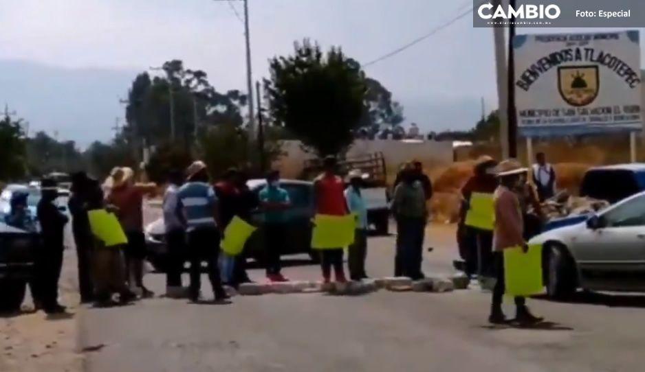 VIDEO: Pobladores de El Verde bloquean carretera para exigir al edil seguridad