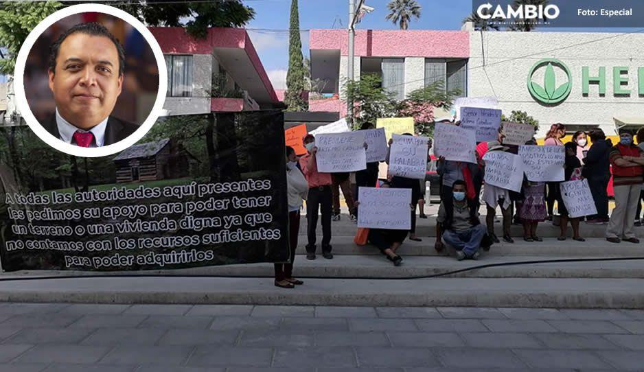 ¡Qué cumpla! Exigen a Artemio Caballero la construcción de una vivienda digna en Tehuacán