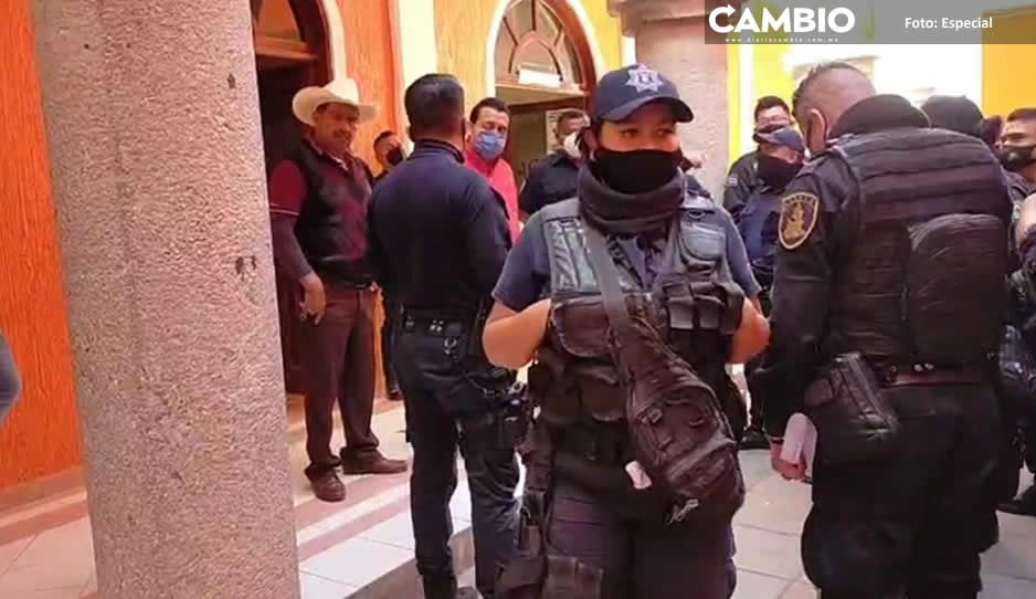 En Ajalpan corren a polis que se manifestaron para pedir mejores condiciones laborales