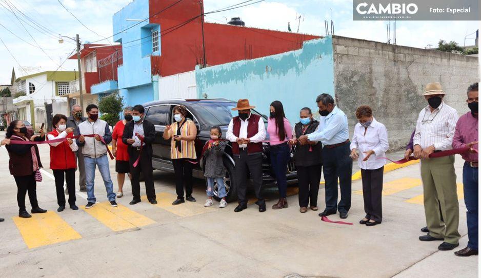 Entrega Mario de la Rosa obra de pavimento hidráulico en Casa Blanca