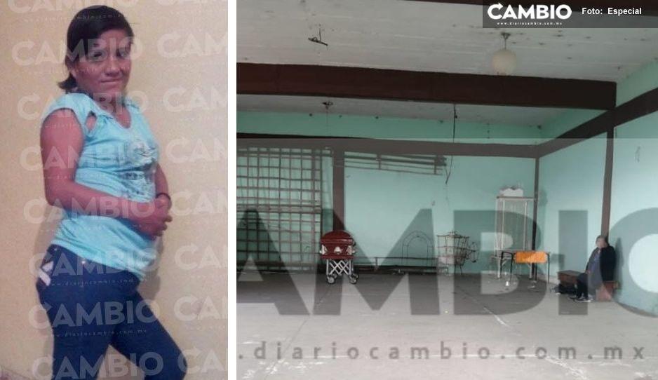Desolada y envuelta en llanto, así despidió Yolanda a su hija víctima de feminicidio en Xicotepec