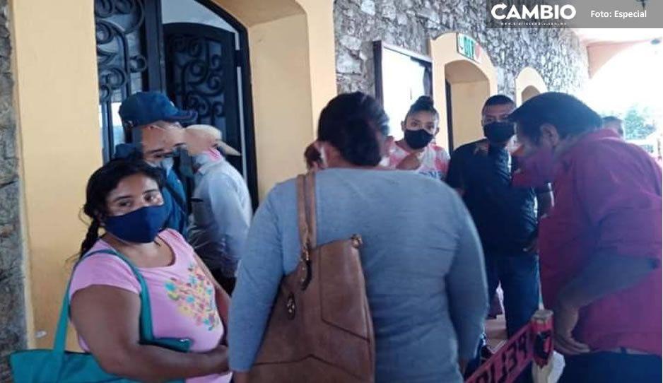Regidores de Jalpan se manifiestan vs edil; acusan que retienen sus salarios hasta aprobar cuentas públicas