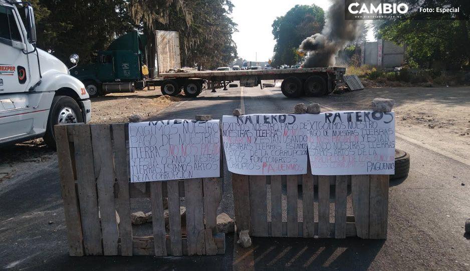Campesinos cierran autopista México-Puebla; exigen pago total de sus terrenos