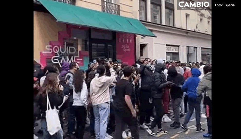 En medio de golpes y empujones, así fue la apertura de la cafetería del Juego del Calamar (VIDEO)