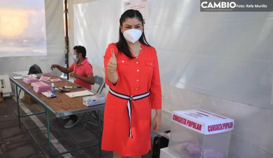 Claudia emite su voto e invita a poblanos a participar en consulta popular (VIDEO)
