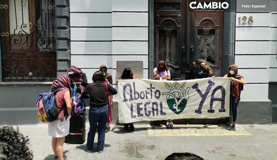 Feministas meten presión para despenalizar el aborto y amagan con tomar el  Congreso de nuevo (VIDEOS)