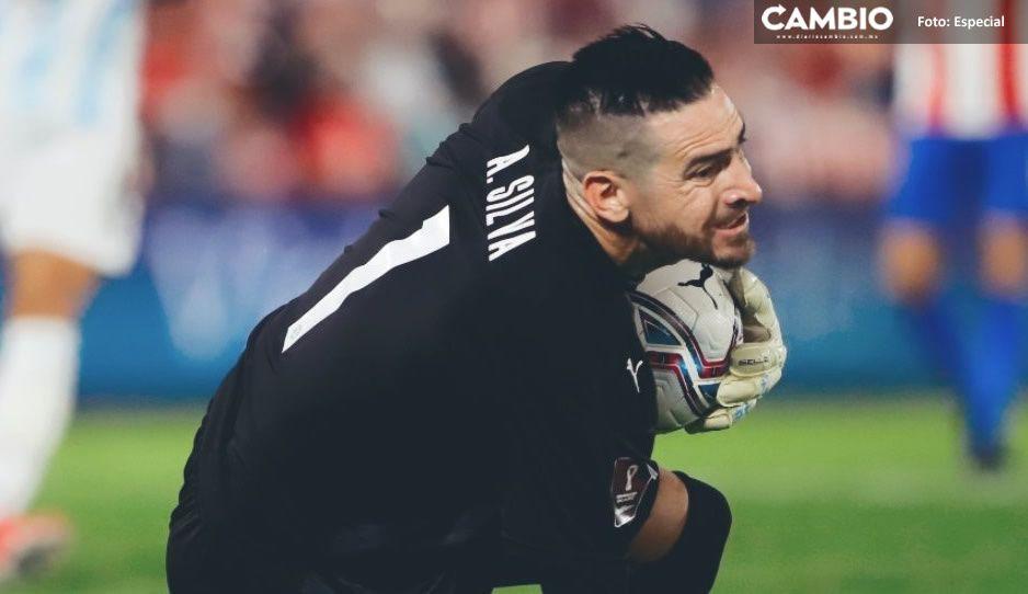 Messi no pudo contra el portero del Puebla: Antony Silva la figura de Paraguay (VIDEO)