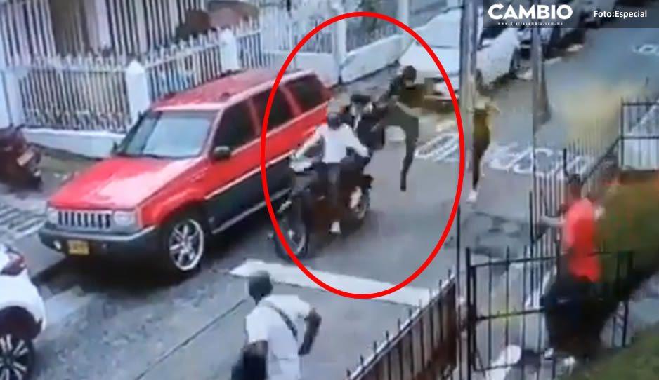 ¡Con patada voladora! Así detiene colombiano a delincuentes (VIDEO)