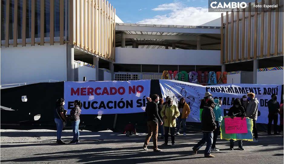 Cordón humano y resistencia civil en Teca para impedir que Marisol inaugure mercado (VIDEO)