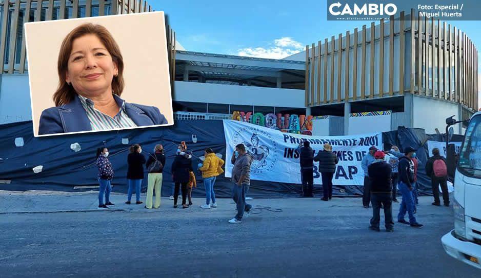 Tecamachalquenses entran en rebelión e instalan plantón en el mercado de Marisol (VIDEO)