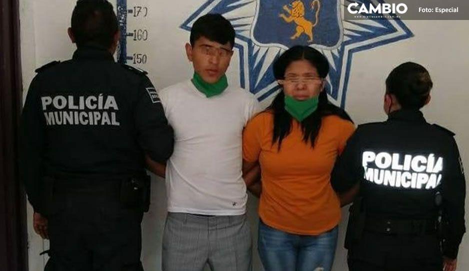 Con droga y tarjetas bancarias, caen dos narcomenudistas en Huauchinango