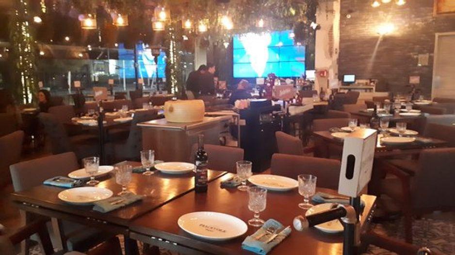 Abrir o morir: restaurantes de Puebla ruegan al gobierno permitir servicio en mesa