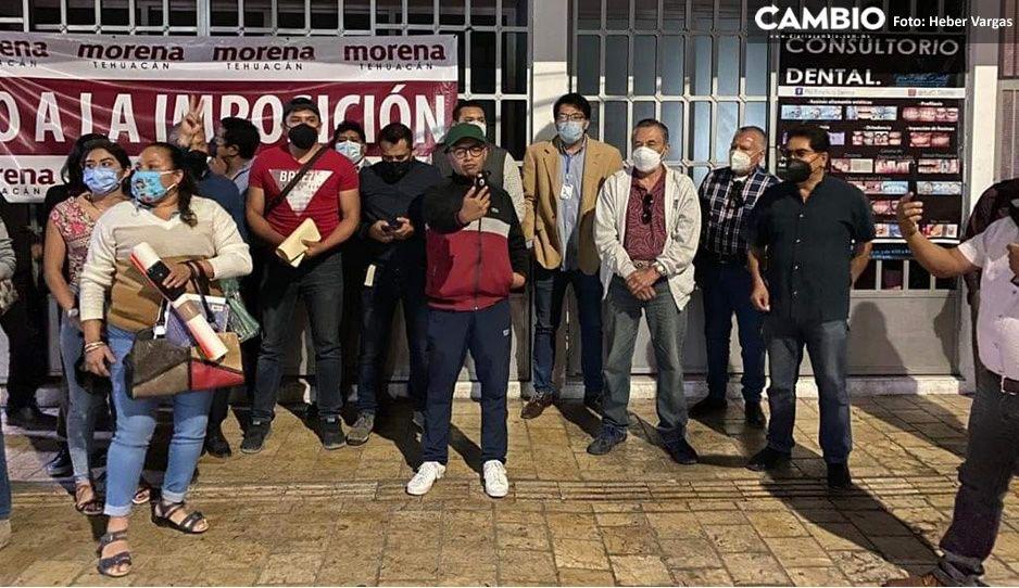 SI a Morena, NO a la imposición, Fuera Tepole: Morenistas se manifiestan en oficinas de Tehuacán