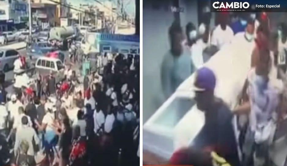 VIDEO: Se roban ataúd en pleno velorio y amigos lo sepultan en otro lado